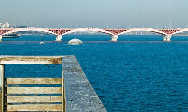 Crossing the Han River